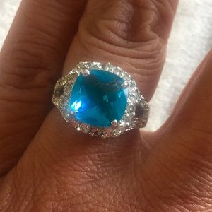 Jewelry - Blue cocktail ring.